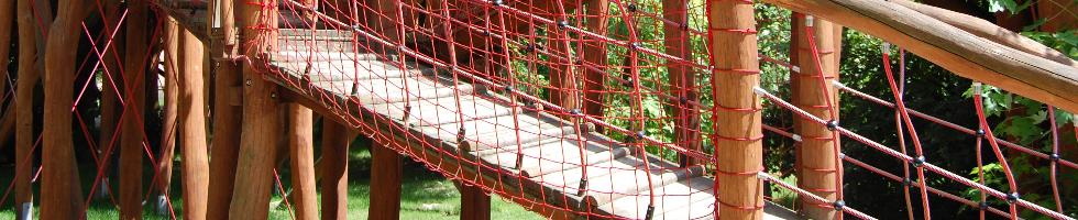 Hängebrücken und Netztunnel